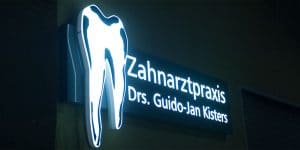 Zahnarztpraxis drs.Kisters in Witten, Aussenansicht nachts