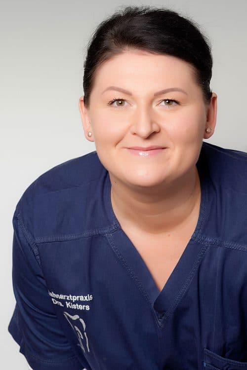 Romina Koshors, Zahnmedizinische Fachangestellte