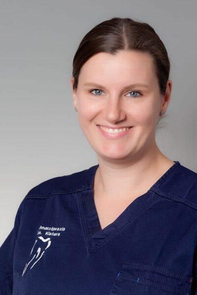 Julia Sievers, Zahnmedizinische Fachangestellte